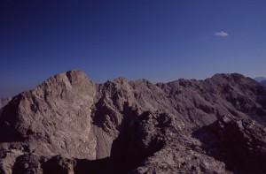 la lunga dorsale del monte Pramaggiore da ovest